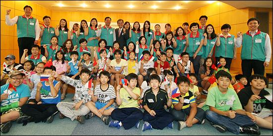 하나금융은 임직원들과 다문화 가정 초등학생들 대상으로 1:1 멘토링 프로그램을 진행하고 있다