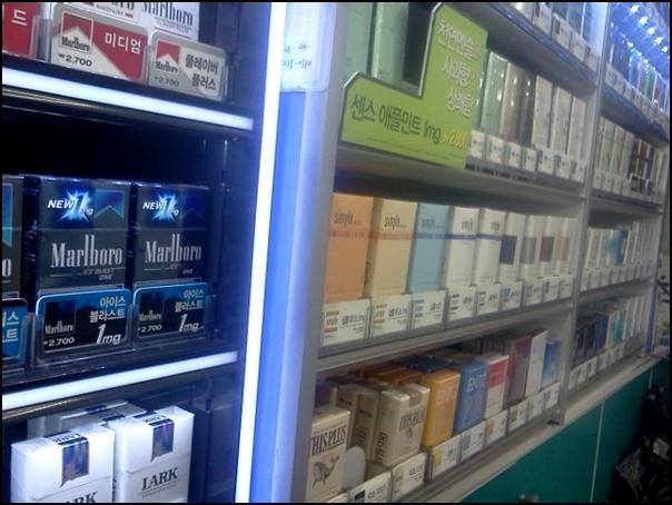 편의점에 진열된 담배들. 140여종이나 되었습니다.