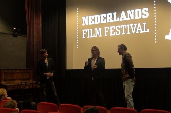 영화 시사회가 끝난 뒤 제작자와 주연배우를 맡은 티고 헤르난트(왼쪽), 감독 마테인 드 용이 제작 과정에서 일어난 이야기들을 관객과 함께 나누고 있다.