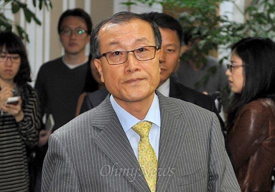김재철 MBC사장이 16일 오후 서울 여의도 방송문화진흥원에서 열리는 회의에 참석하기 위해 도착하고 있다.