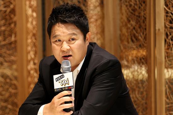 tvN <현장토크쇼 택시>의 MC 김구라가 17일 오후 상암동 CJ E&M에서 열린 기자간담회에 참석해 질문에 답하고 있따. 김구라는 지난 4월 활동을 잠정 중단했다가 9월 <택시>를 통해 방송에 복귀했다.