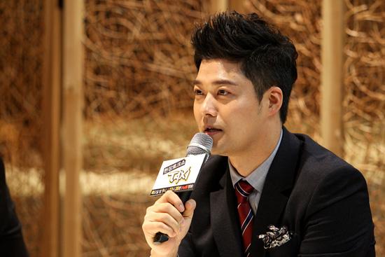 KBS에서 퇴사해 프리랜서로 전향한 전현무는 김구라에 이어 <택시> MC로 합류했다.