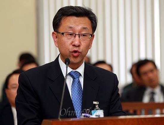임천영 국방부 법무관리관이 19일 국회 국방위 국정감사에 출석해 의원들의 질의에 답변하고 있다.