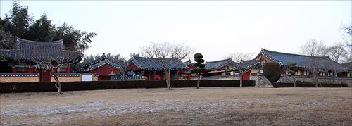 숭덕전. 박혁거세 재실이다.