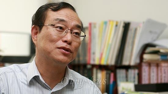 29일 오후 경기도 오산시 한신대학교에서 전 한국국가기록연구원장이었던 안병우 교수를 만났다