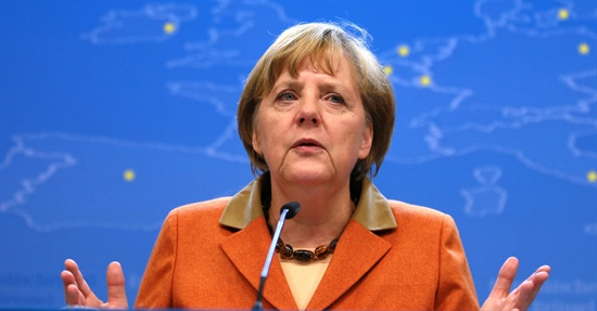 메르켈 독일 총리가 지난 19일 벨기에 브뤼셀에서 열린 EU 정상회의에서 연설하고 있다.