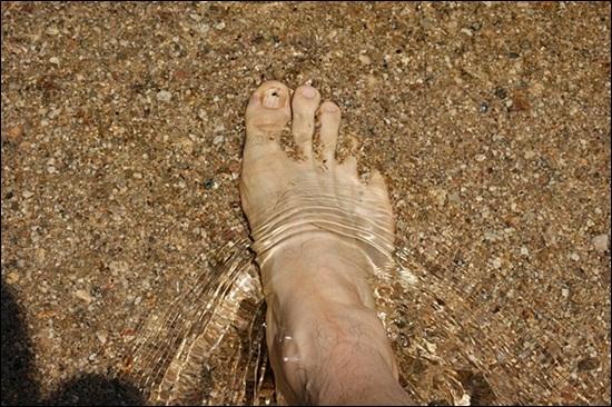 맨발로 걷고 싶은 강 내성천. 맨발로 몇 시간을 걸어도 괜찮은 강이 바로 내성천이다. 내성천에선 맨발로 걸으면 어느새 그 강과 하나가 된 나를 느낄 수 있다.