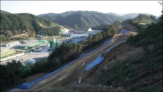 4대강 사업으로 망가진 낙동강의 수질을 개선하기 위한 유지용수. 단지 그 목적을 위해 건립되는 영주댐 공사현장. 보는 우리가 다 부끄럽다.