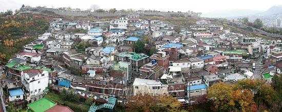 5일 오후 서울시 성북구 한성대에서 바라본 장수마을의 전경이다.