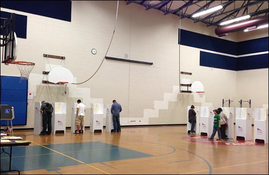 현지시각으로 6일 미국 아이다호주 보이지시 한 초등학교 체육관에서 대통령 선거가 진행 중이다.