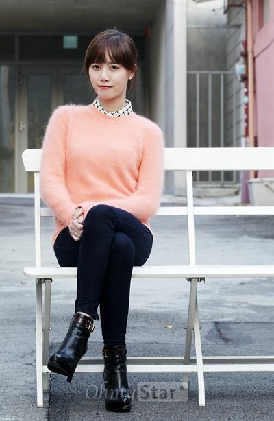 영화<복숭아나무>의 감독 구혜선이 30일 오후 서울 삼청동의 한 카페에서 인터뷰에 앞서 포즈를 취하고 있다.