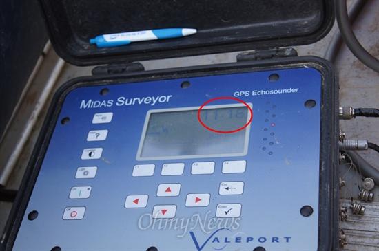 낙동강 칠곡보 하류의 수심을 측정한 결과 수심이 6미터 이내여야 함에도 11미터가 넘는곳이 측정됐다.