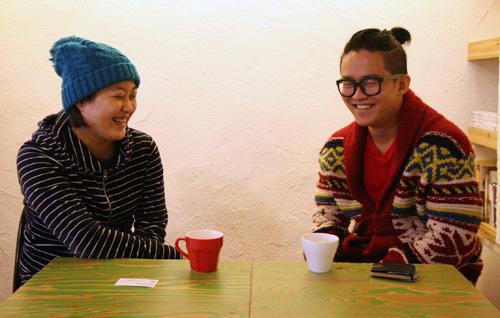 전통시장의 청춘 신포시장 '홍예문컴퍼니' 임승경 팀장(왼쪽)과 용현시장 '최고의환한미소' 최환 대표가 활짝 웃고 있다. 전통시장에 뛰어든 두 청춘은 인천의 복이다.