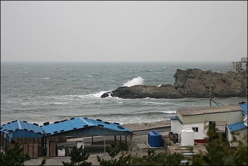 두문포 해변. 수평선이 펼쳐진 바다는 이국적이다.
