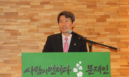대전에서 열린 민주당 문재인 후보 대전선대위 필승결의대회에 참석해 발언을 하고 있는 이인영 중앙선대위원장.