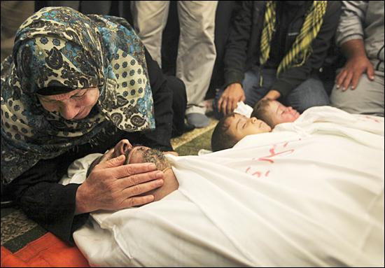 이스라엘의 가자지구 공습으로 가자지구에서는 142명의 사망자가 발생했다.