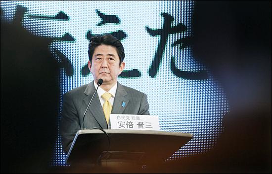 지난 11월 29일 일본 정당 지도자 토론회에 참석한 자민당 총재 아베 신조.