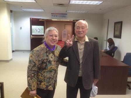 워싱턴 재외선거 투표에 참가한 박영철교수님 부부