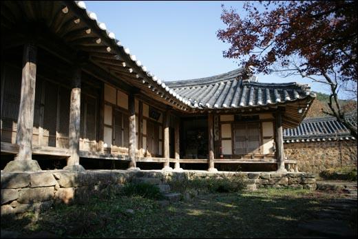 도래마을에 있는 홍기응 가옥. 풍산 홍씨 집성촌으로 전통마을이다.