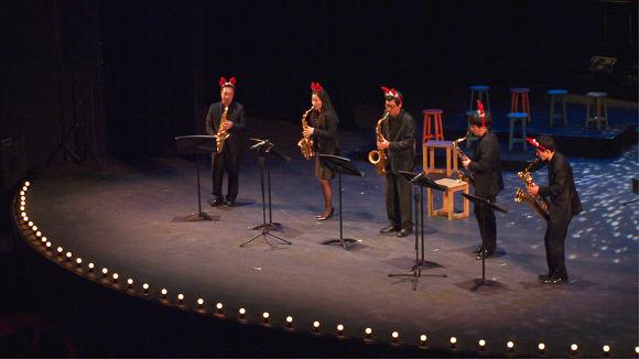 섹소폰공연 연주팀이 섹소폰 공연을 하고있다.