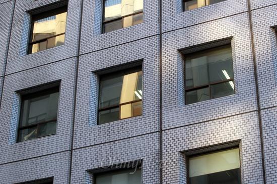 15일 오후 새누리당 미등록 선거사무소 의혹을 받아 선관위가 조사에 나선 서울 여의도 한 빌딩의 사무실.