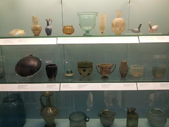 영국 대영박물관 로마제국관의 로만글라스.