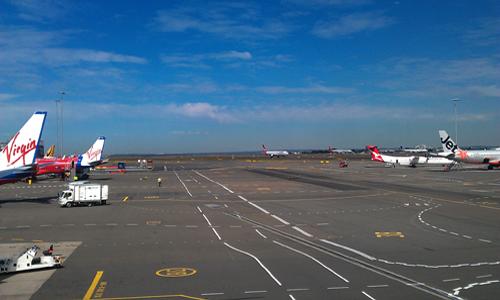 시드니 공항 시드니 공항, 멜번행 비행기를 기다리며