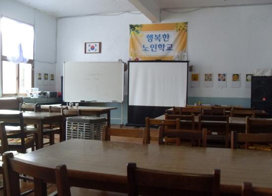 마을주민들의 자존감을 높이기 위해 시작한 행복한 노인학교