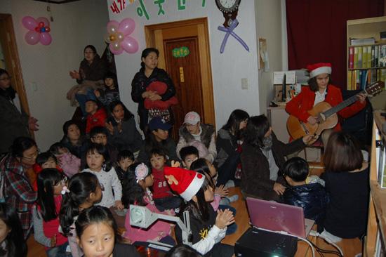 이웃산타-기타 유희정 산타의 기타 공연