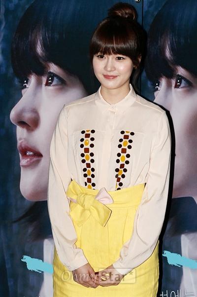27일 오후 서울 왕십리CGV에서 열린 영화<누나>시사회에서 윤희 역의 배우 성유리가 포토타임을 갖고 있다.