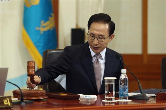 지난 1월 3일, 이명박 대통령이 국무회의를 주관하고 있다.