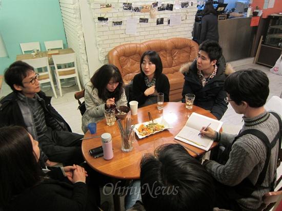 11일 늦은 오후, 서울 강남구 서초동에 자리잡은 '우리마을카페오공'에서 '협동조합과 귀촌·귀농'에 관한 주제로 <심야식당>이 열렸다. 사람들은 저마다 귀촌에 대한 관심과 고민, 그리고 공동체 생활에 대한 경험을 나누었다.