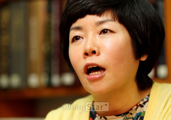 16일 서울 목동 CBS에서 오마이스타 김대오 국장과 대담을 가진 CBS 라디오 <김미화의 여러분>의 진행자인 희극인 김미화.