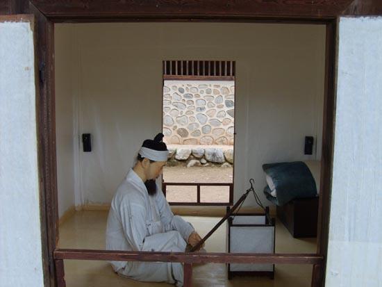 조선시대 노비의 모습. 경기도 남양주시 조안면의 다산유적지에서 찍은 사진.