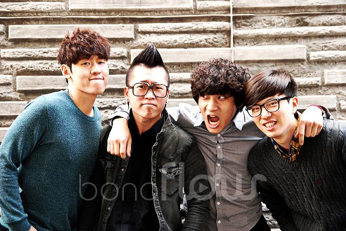 밴드 후후(WHOwho). 왼쪽부터 차례로 김진철(드럼), 안요한(베이스), 노준용(보컬/기타), 김형열(신서사이저).