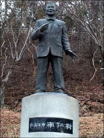 진주 진양호공원에 있는 남인수 동상.