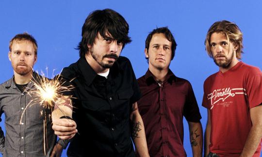 작년 미국 민주당 전당대회에서 라이브 무대를 선보인 푸 파이터스(Foo Fighters). 작년 미국 양당의 전당대회는 뮤직 페스티벌 라인업을 연상케 할 만큼 많은 스타들의 참여가 두드러졌다.