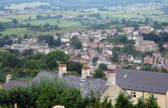 영국 스트라우드(Stroud) 지역에 다양한 형태의 집들이 지어져 있다. 영국에서 마을만들기는 쇠퇴하고 낙후된 도시지역의 물리적인 환경을 개선하는 것뿐만 아니라, 사회적·경제적 재생을 함께 모색하는 것을 의미한다.