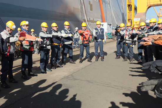 2012년 11월부터 거제 대우조선해양에서 산재사망사고가 잇따라 발생하고 있는 가운데, 특별한 대책을 세워야 한다는 목소리가 높다. 사진은 2013년 1월 9일 대우조선해양 노사가 합동으로 안전점검을 실시하고 있을 때 모습.