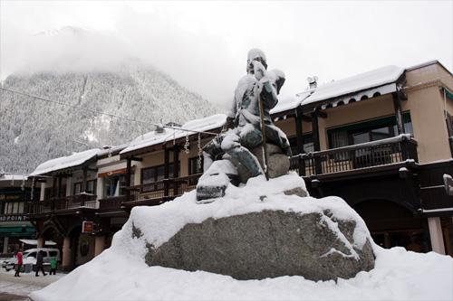 몽블랑 최초 등정자인 파카드의 동상