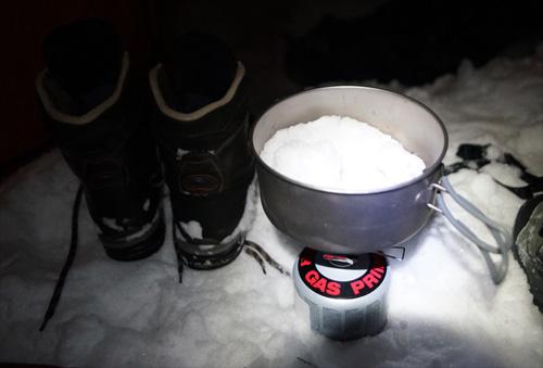 알프스의 눈을 녹여 부족한 식수를 보충하였다.