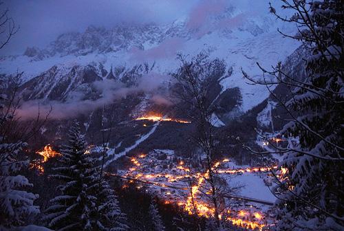 알프스 산자락의 마을에도 밤이 찾아왔다.