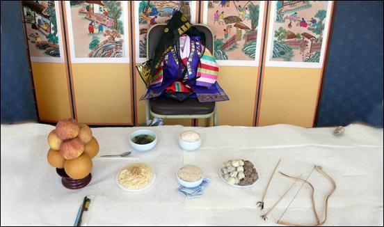 돌잔치, 환갑잔치, 결혼음식상에서 빠지지 않는 국수는 장수를 상징한다.