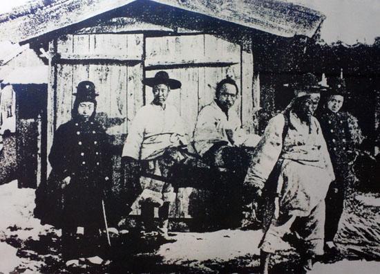 전봉준의 잡혀가는 모습. <동학농민혁명기념관>에 전시된 것을 재촬영하였다.