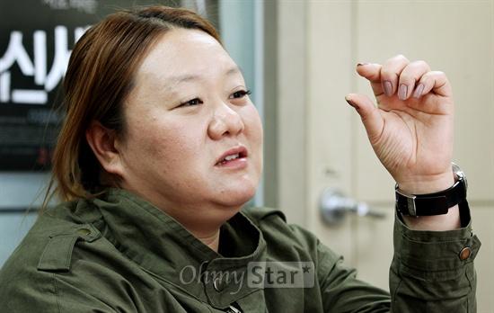 영화<신세계>의 박민정 프로듀서가 25일 오후 서울 신사동에서 오마이스타와 인터뷰를 하며 작품과 배우들에 대한 이야기를 전해주고 있다.