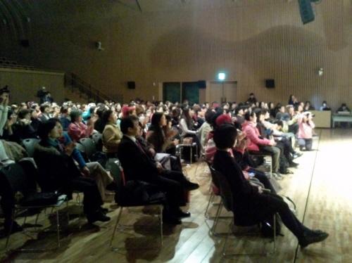 3.8세계여성의날 기념 한국여성대회 전야제 문화행사에 참여한 시민들.