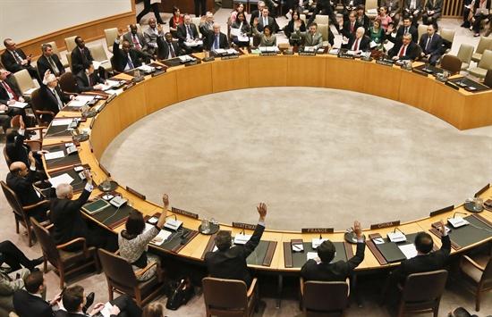 대북결의 만장일치 채택 유엔은 현지 시간으로 7일 오전 10시 5분(한국시간 8일 새벽 0시 5분)께 유엔본부에서 안전보장이사회(안보리) 전체회의를 열어 북한 핵실험에 대한 제재결의안을 만장일치로 채택했다. 회의에는 5개 상임이사국을 포함한 15개 이사국이 참석했다.