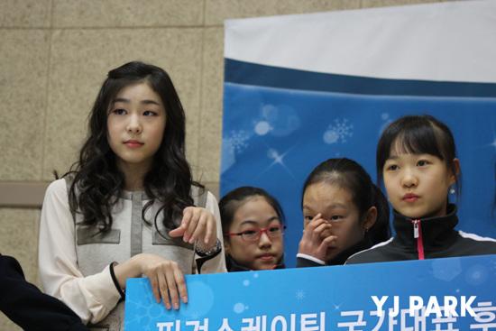 김연아가 세계선수권 우승으로 소치올림픽 티켓 3장을 따냈다. 사진은 지난해 1월 '얼음꽃' 음원 수익기부식 현장 사진