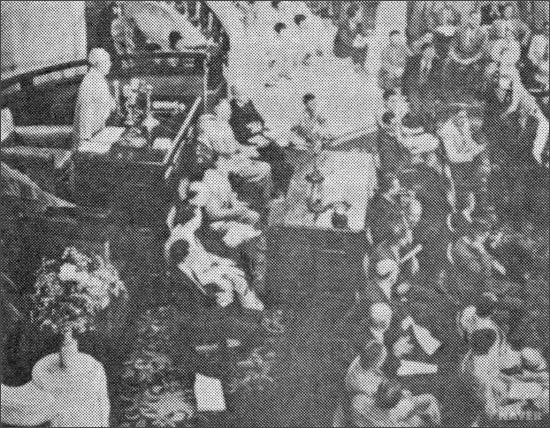1948년 5월 31일 제헌의회 개원 모습. 당시 이승만은 이윤영 목사에게 기도를 시켰다.