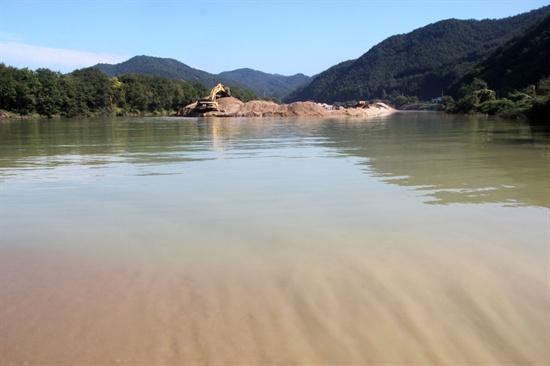 <모래가 흐르는 강>의 한 장면